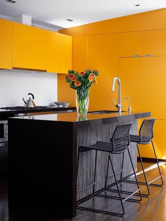 ilha com pia para cozinha amarela e preta moderna Foto Assetproject