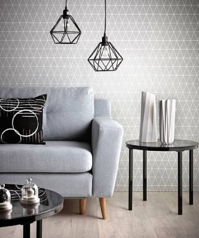 Sala de estar decorada com pendente aramado preto