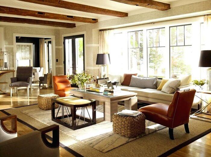 Sala de estar ampla com tapete sisal com borda preta