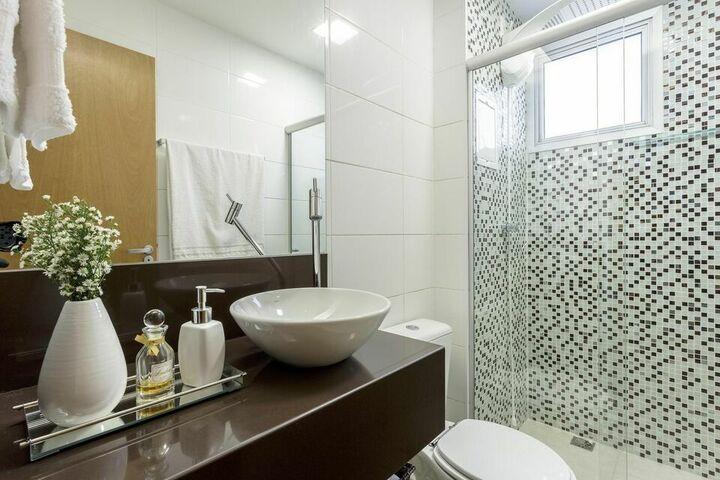 janela para banheiro - banheiro com box de vidro