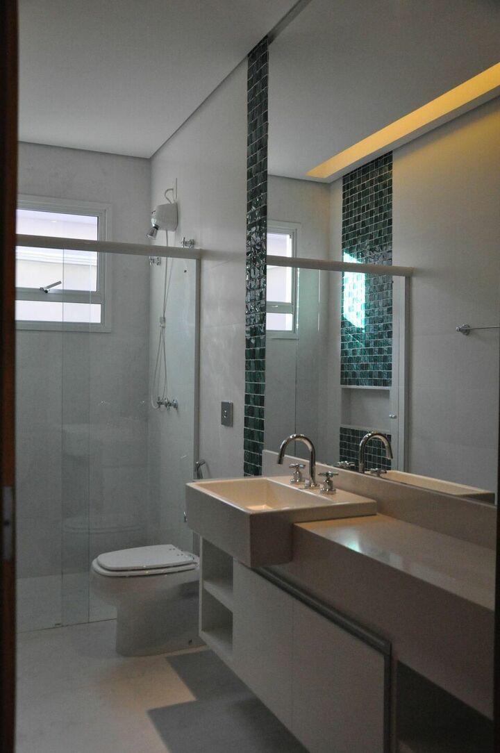 janela para banheiro - banheiro com espelho grande