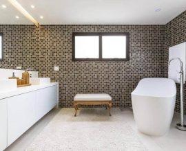 janela para banheiro - banheiro com janela preta grande - Luciana Latorre