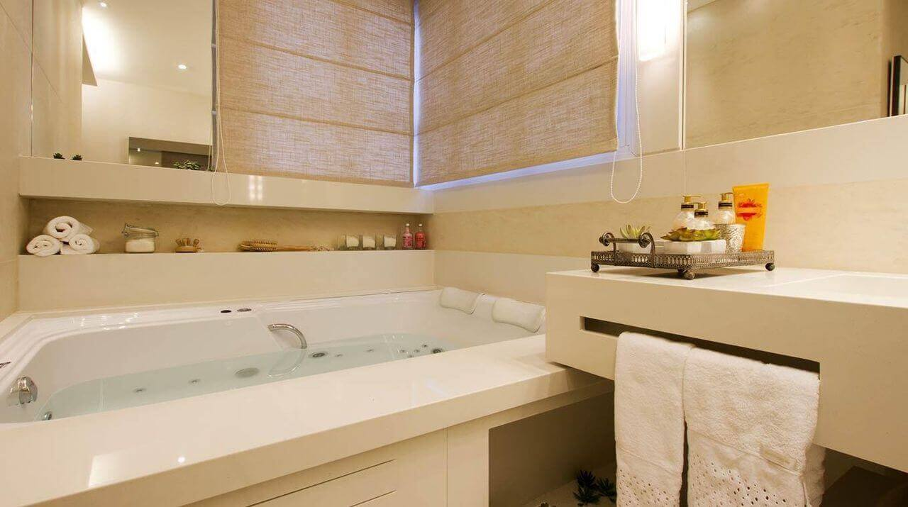 janela para banheiro - hidromassagem com acabamento de granito