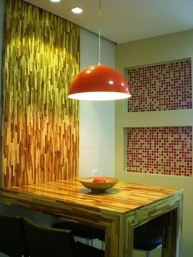 lustres simples - bancada de madeira com lustre em cozinha