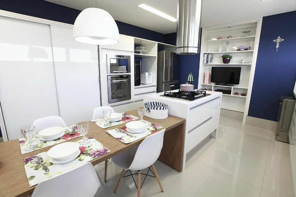 lustres simples - cozinha com lustre sobre a mesa de jantar