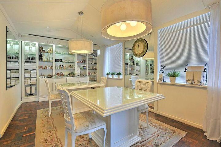 lustres simples - loja com lustre redondo