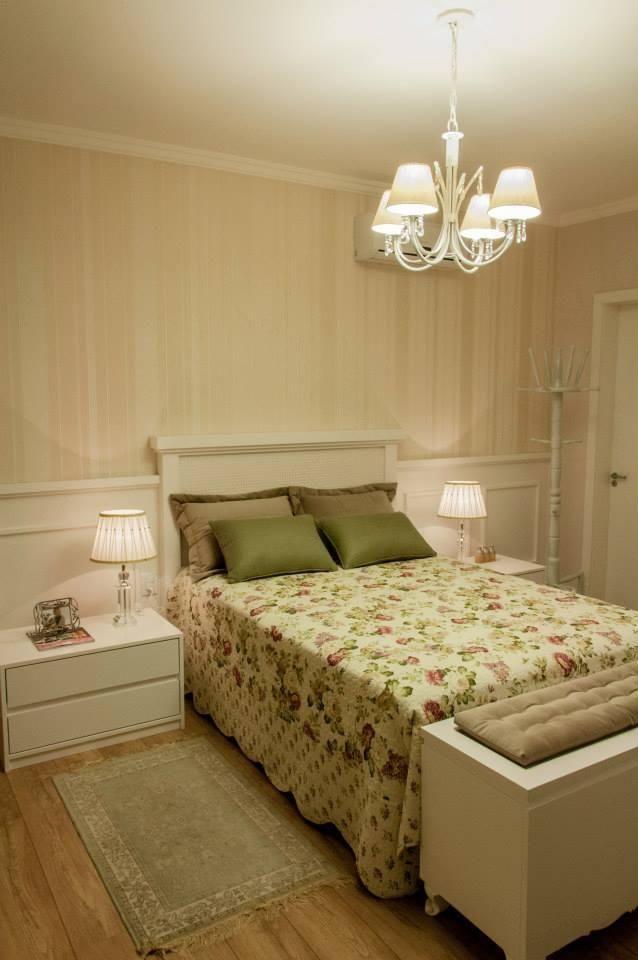 lustres simples - quarto de casal com lustre e abajur