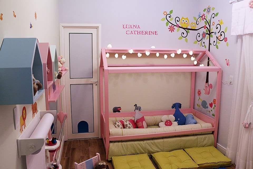 móveis montessorianos - cama casinha com futons no piso