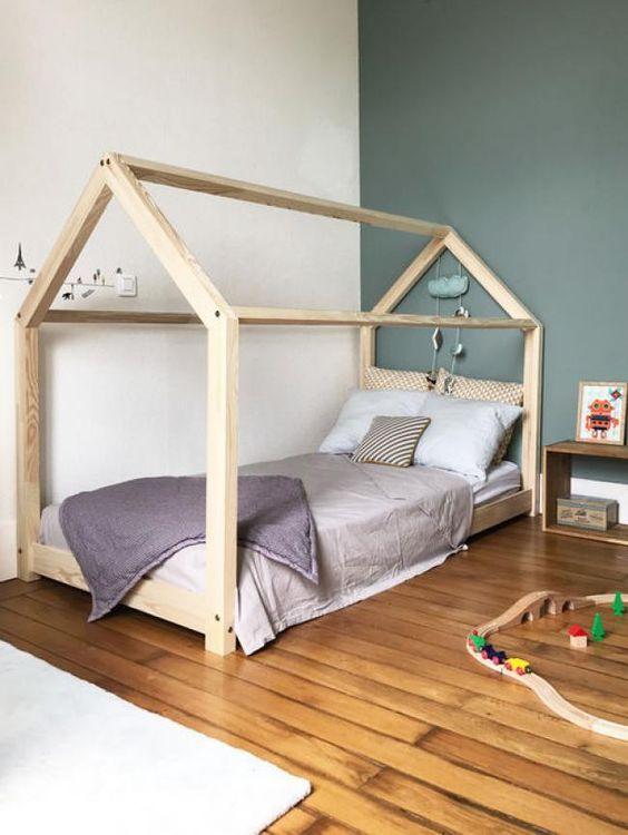 móveis montessorianos - cama com madeira crua