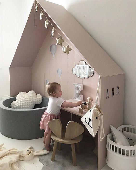 móveis montessorianos - mesa de quarto infantil