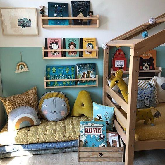 móveis montessorianos - quarto com colchonetes e revisteiros