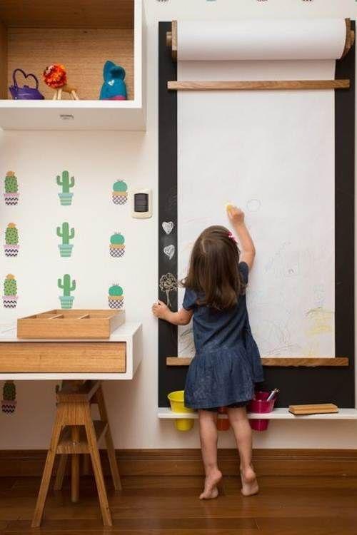 móveis montessorianos - quarto com lousa de desenhos