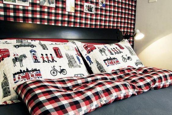 melhor travesseiro - almofadas divertidas em cama de casal