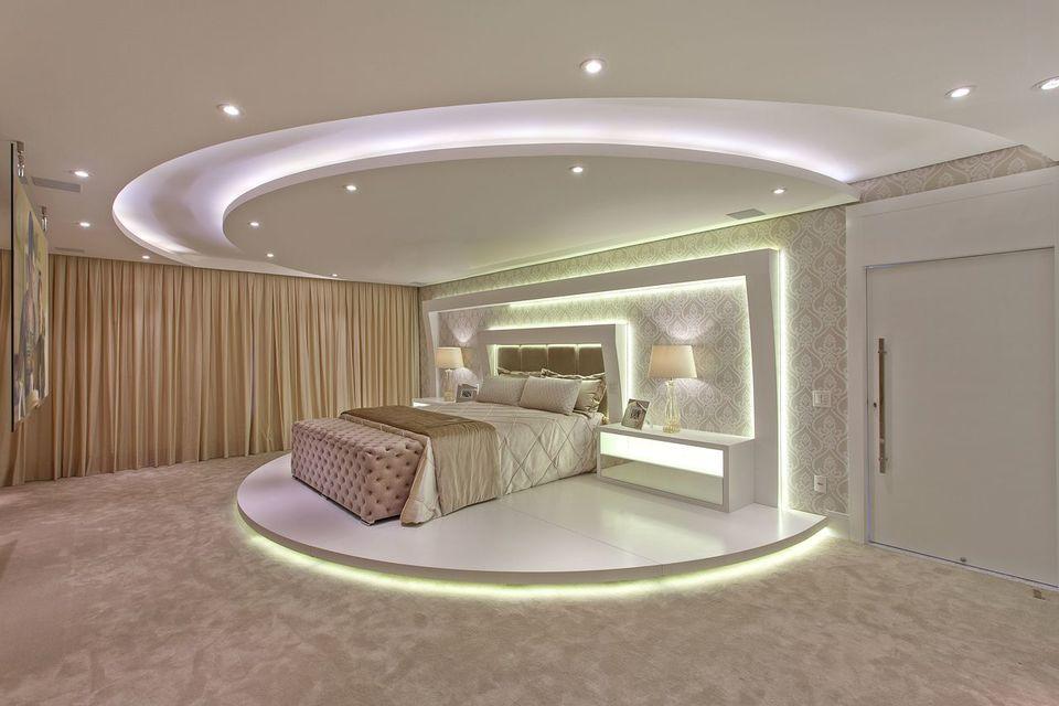 melhor travesseiro - papel de parede neutro e piso com carpete claro