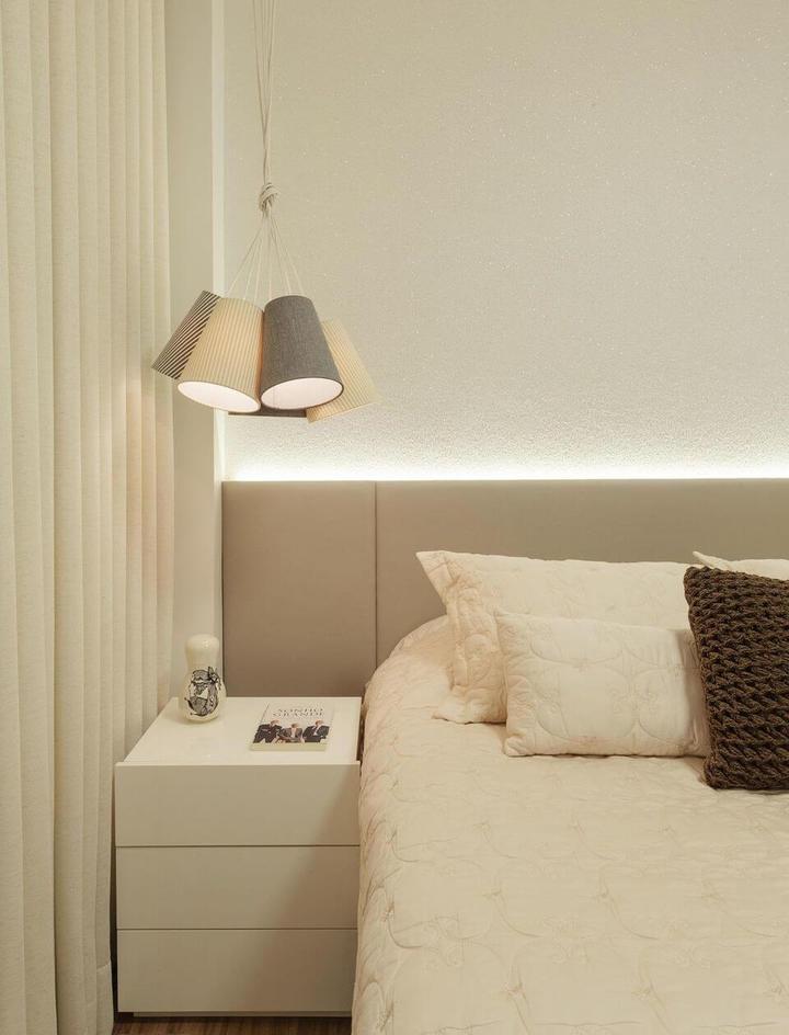 melhor travesseiro - pendente na cabeceira da cama