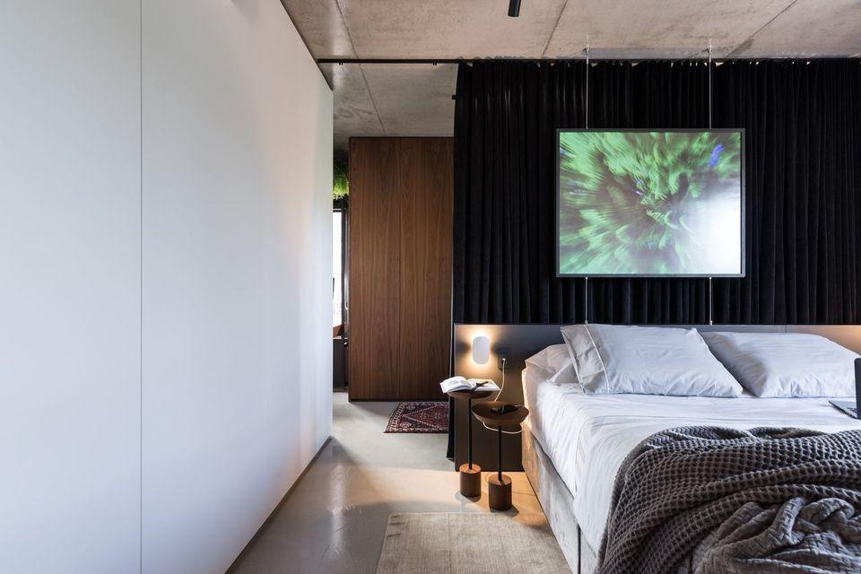 melhor travesseiro - quadro decorativo verde e cabeceira com iluminação