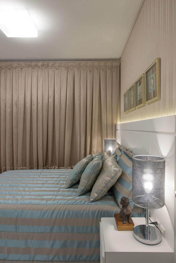 melhor travesseiro - quarto com abajur na lateral da cama