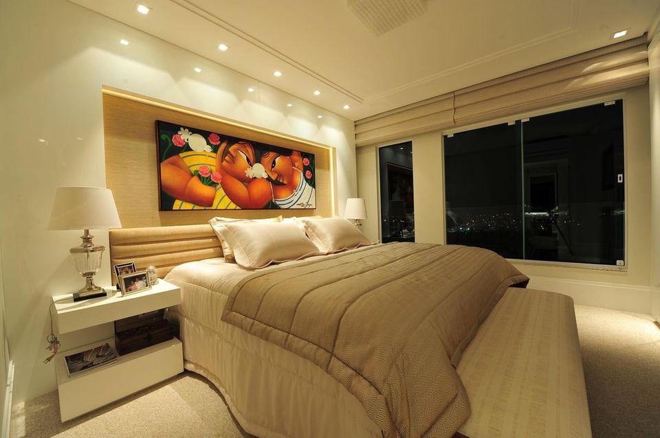 melhor travesseiro - quarto de casal com quadro na cabeceira da cama