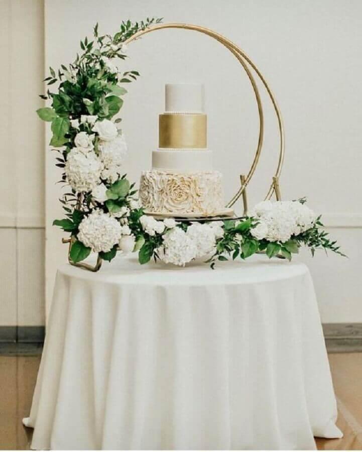 mesa de bolo moderna em mini wedding Foto Decoração 24