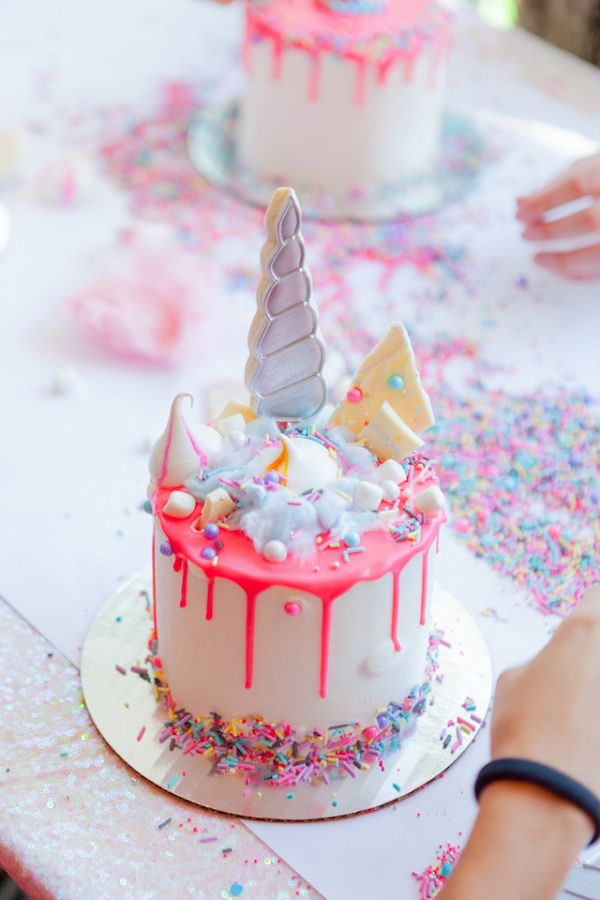 Mini bolo de unicórnio para festa infantil