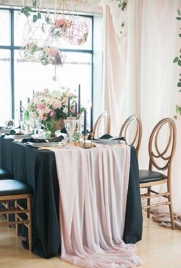 mini wedding em casa decorada com arranjos de flores em aramado Foto Wood Save