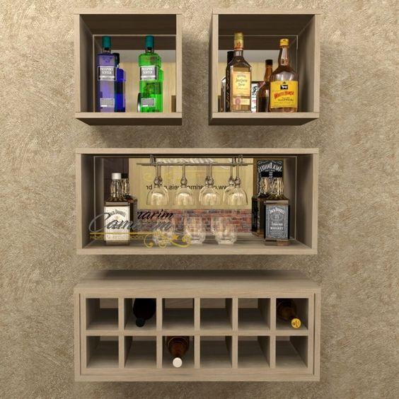 nichos de madeira com bebidas