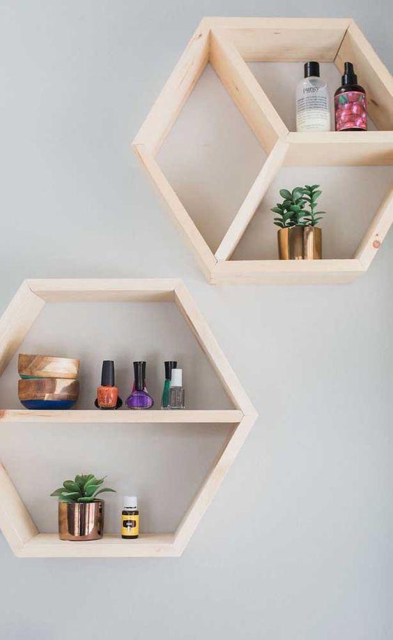 nichos de madeira hexagonais de madeira crua