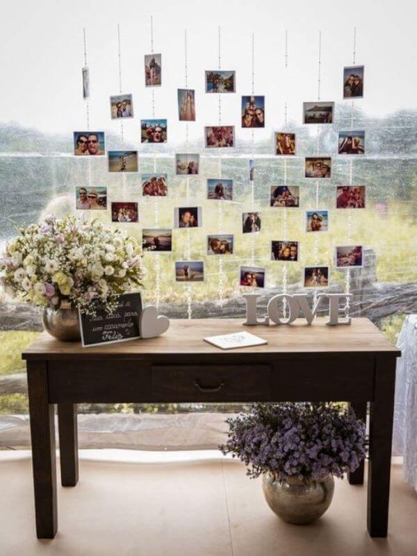 painel de fotos na festa de noivado