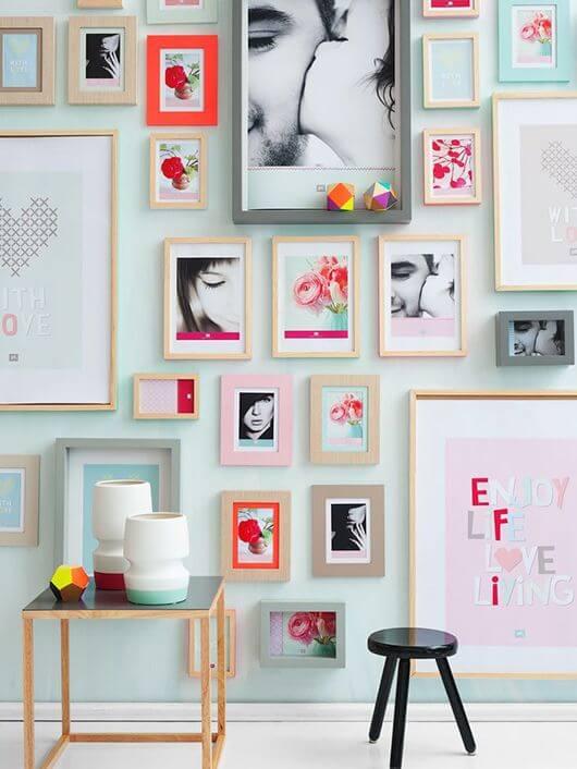 Painel de fotos com quadros coloridos e divertidos