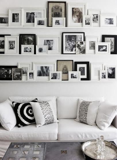 painel de fotos com prateleira