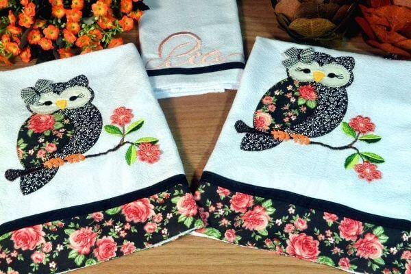pano de prato bordado com coruja em patchwork