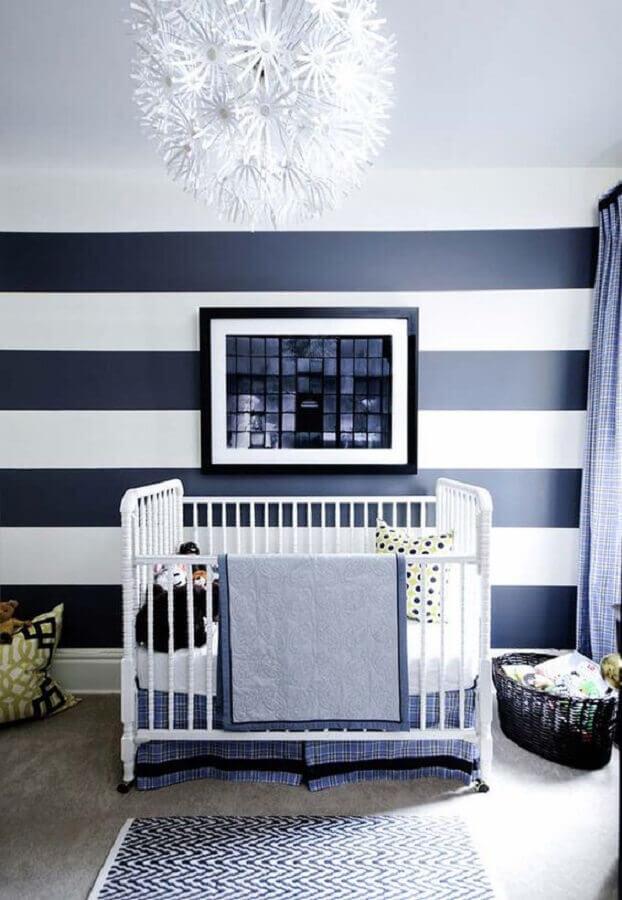 papel de parede azul marinho e branco listrado para decoração de quarto de bebê Foto Ideias Decor