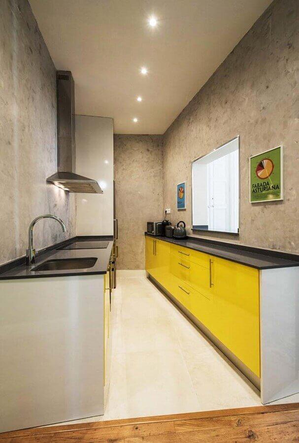 parede de cimento queimado para cozinha cinza e amarela Foto Pinterest