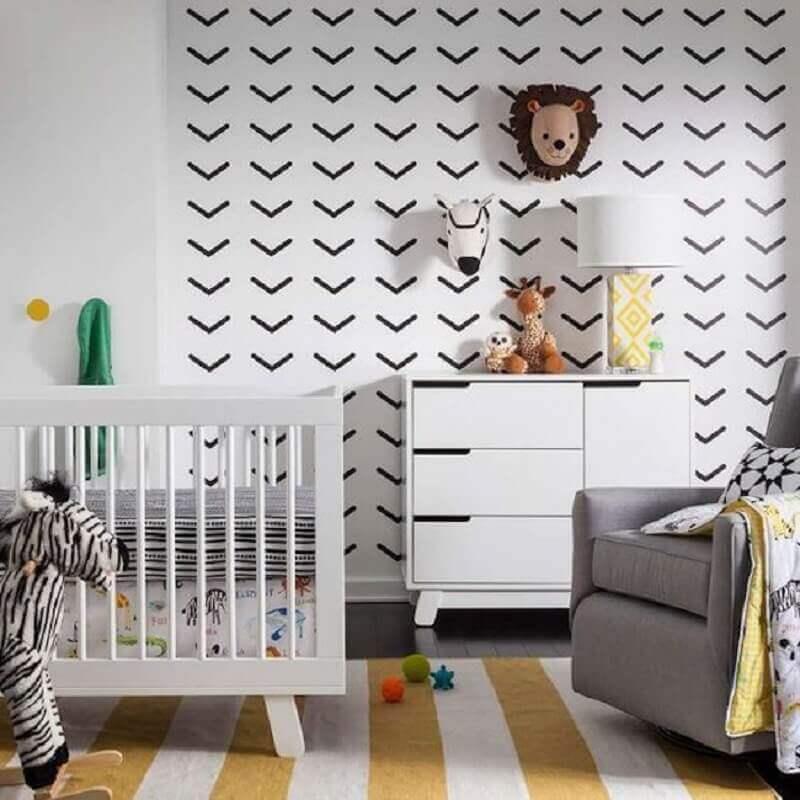 parede decorada com fita isolante preta para quarto de bebê Foto Yelp