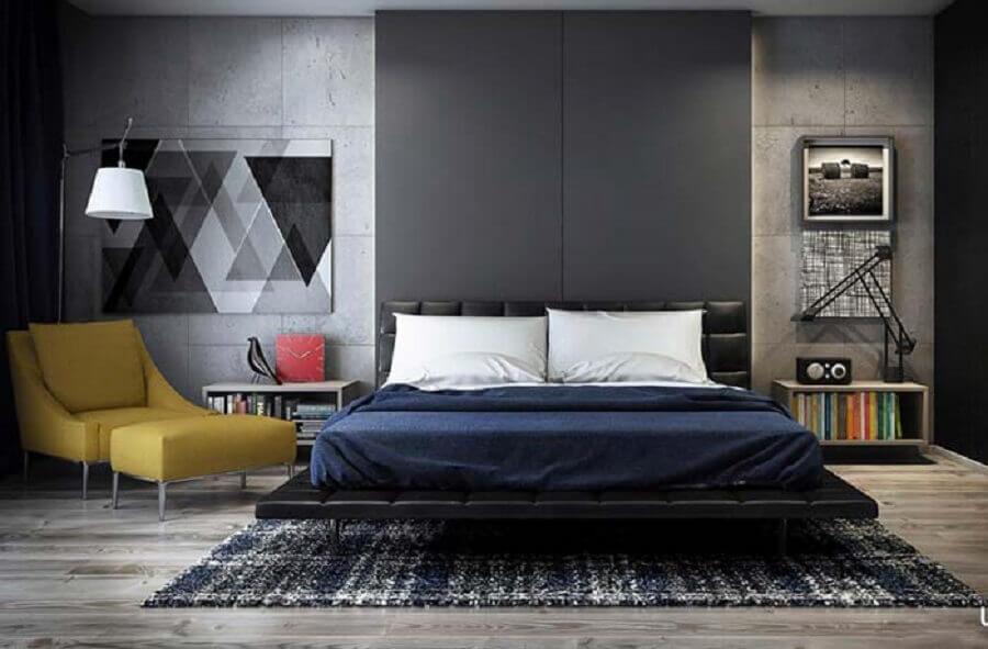 poltrona com puff para quarto de casal preto moderno Foto Pinosy