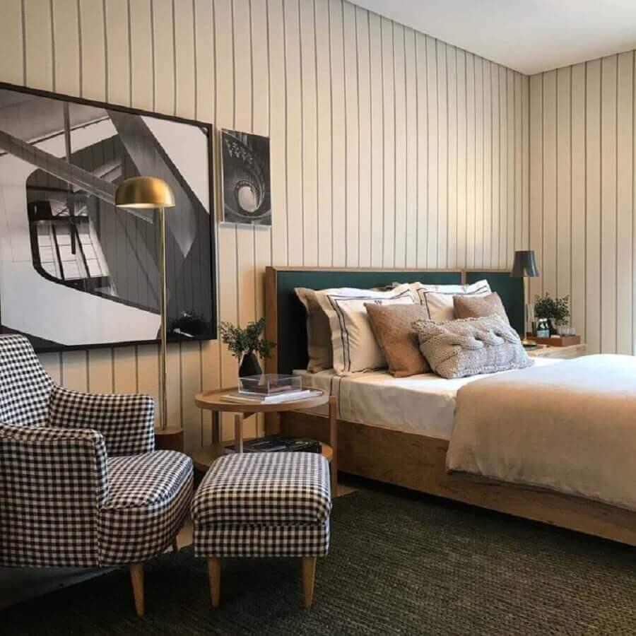 poltrona com puff para quarto de casal simples Foto Babi Teixeira