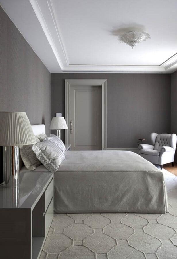 poltrona para quarto de casal cinza Foto Roberto Migotto