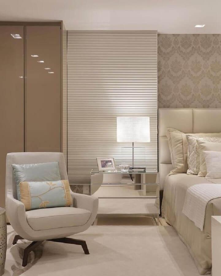 poltrona para quarto de casal decorado em tons neutros Foto Dicas Decor