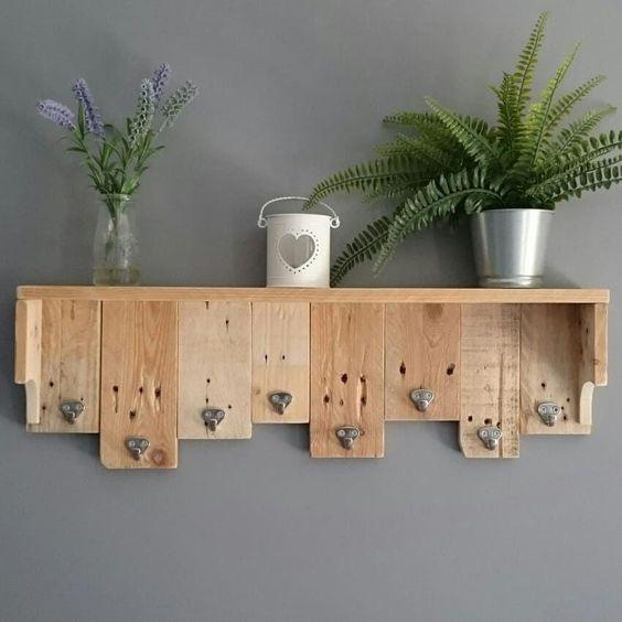 porta chaves feito de ripa de madeira