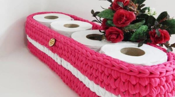 porta-papel-higienico-de-croche-rosa-decorando-tudo