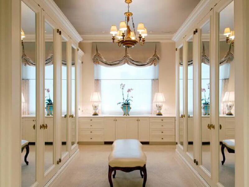 portas com espelhos para closet luxuoso com estilo clássico Foto Aldeia Acabamentos
