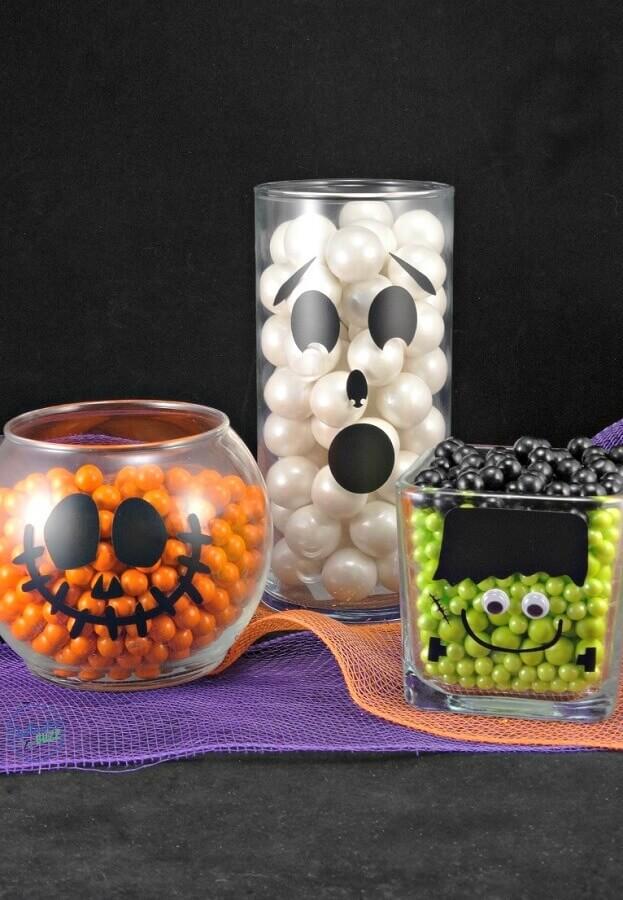 potes de vidro decorados para festa de dia das bruxas Foto Pinterest