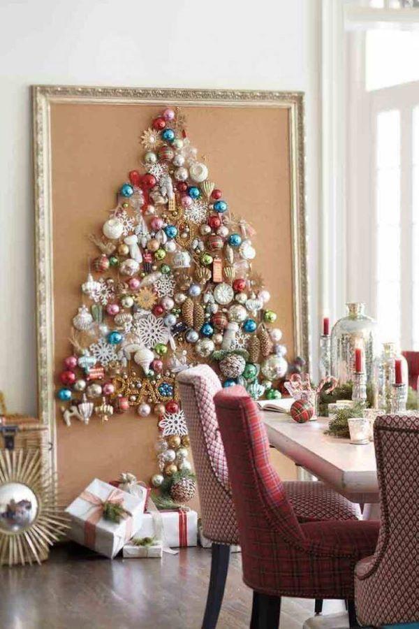 Quadro criativo usado para representar a árvore na decoração de natal para sala pequena