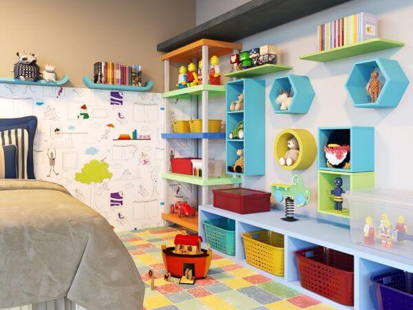 estante para brinquedos é colorida e alegre
