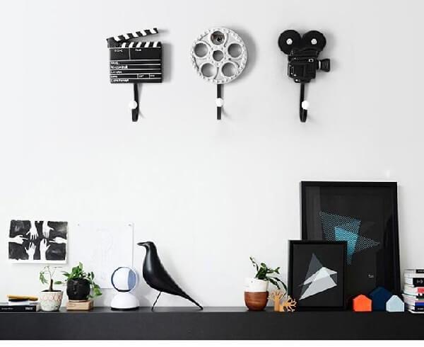 Gancho de parede feito com elementos do cinema