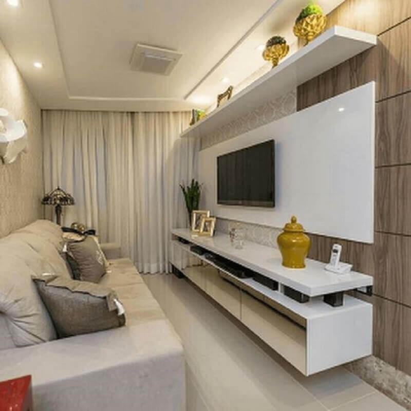 rack com painel para sala pequena decorada em tons claros e neutros Foto Hogar Drywall