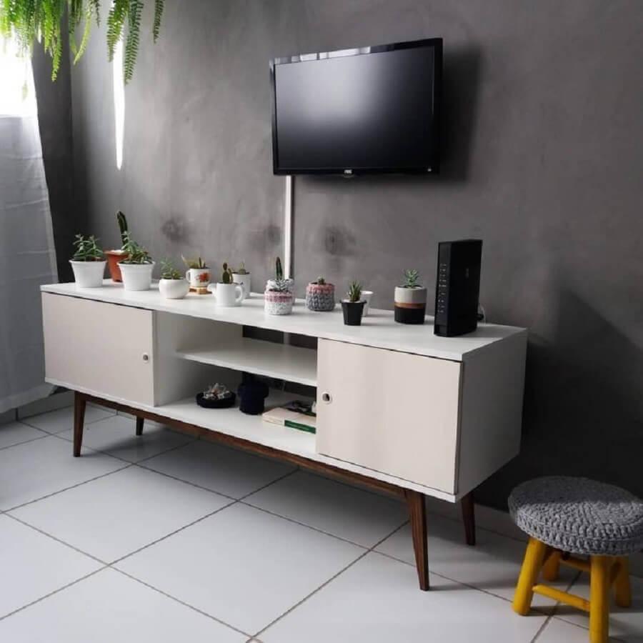 rack para sala pequena com pés palito Foto Artcom Móveis Planejados