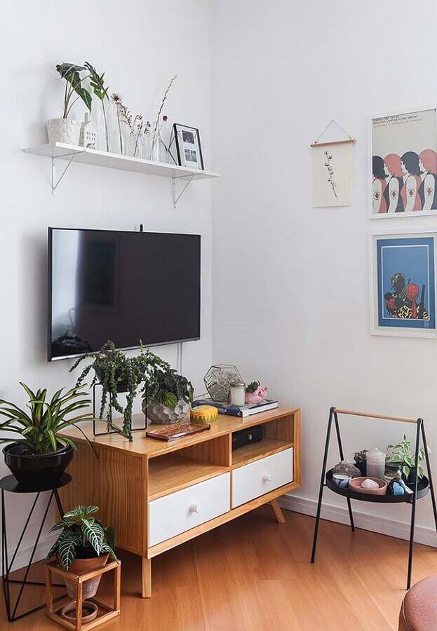rack pequeno para sala com decoração simples Foto Histórias de Casa