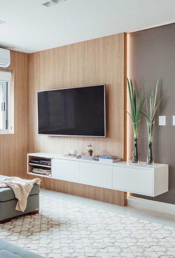 rack suspenso cinza em meia parede de painel