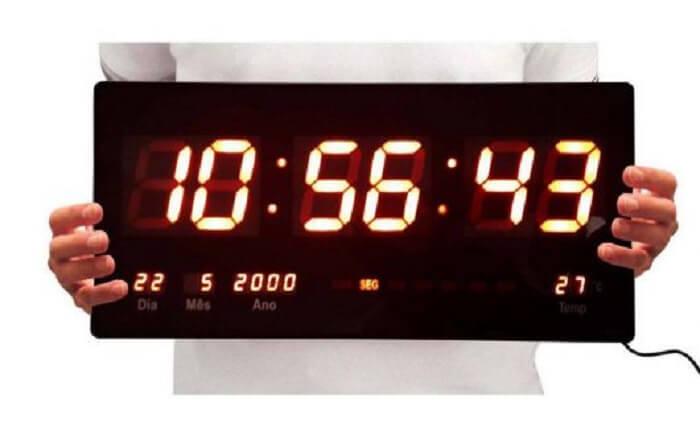 Modelo de relógio de parede digital muito utilizado em academias
